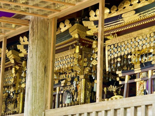 開放された神輿の画像