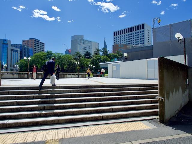JR四ツ谷駅・赤坂口前広場の画像1