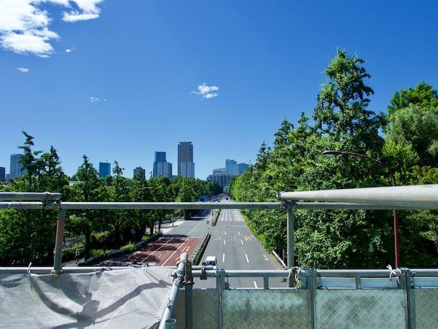 信濃町歩道橋から六本木方面を望んだ画像