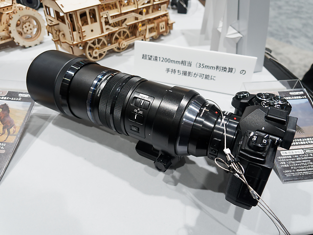 M.ZUIKO DIGITAL ED 300mm F4.0 IS PROとMC-20を装着したOM-D E-M5 Mark IIIの画像