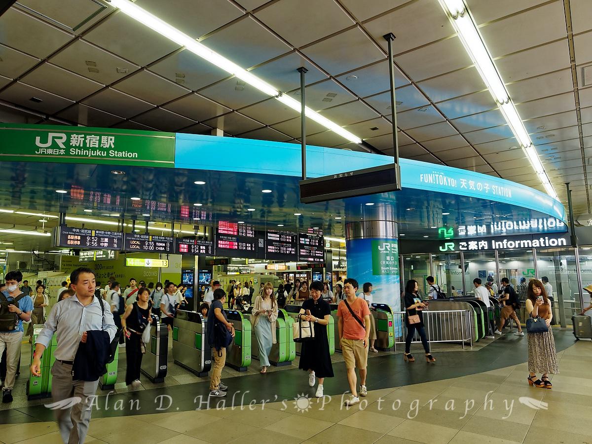 JR新宿駅とのタイアップ企画の画像