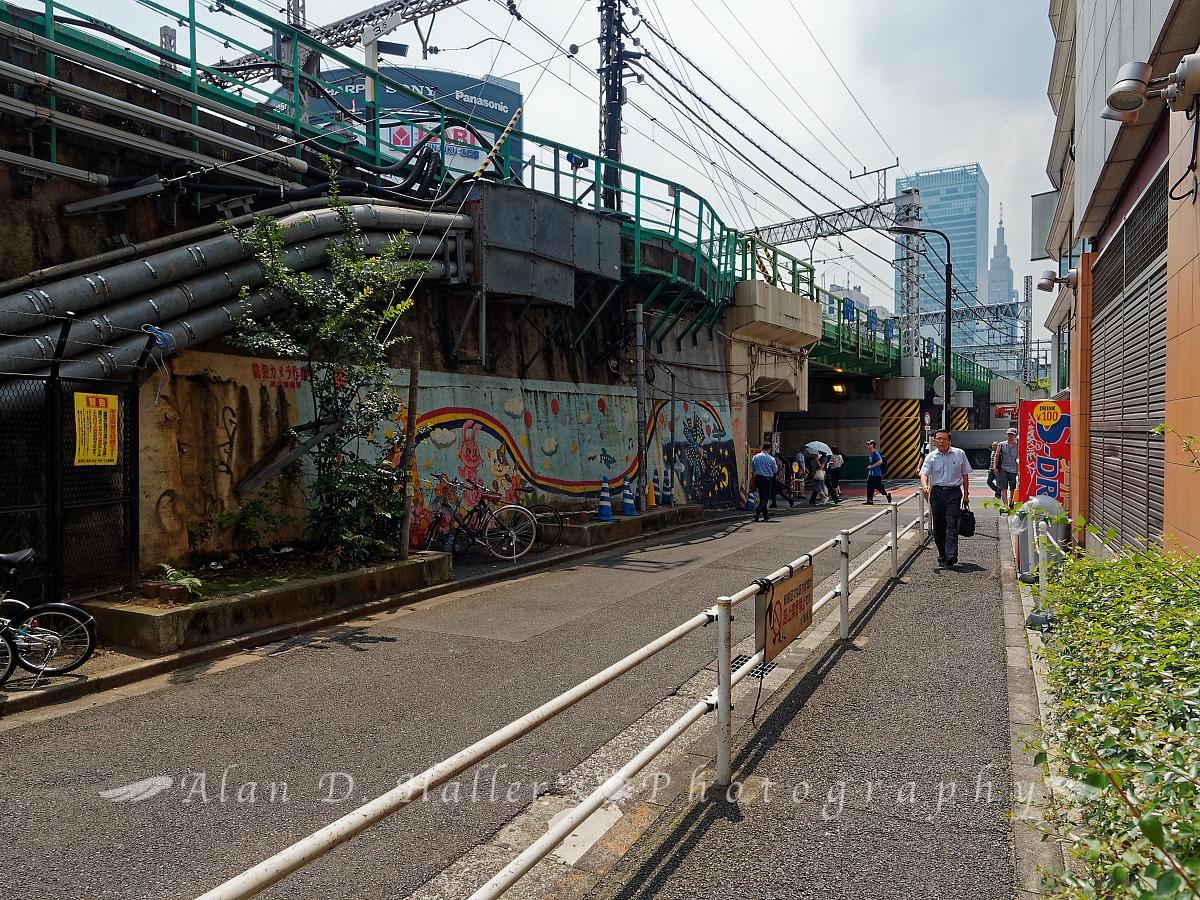新宿大ガード脇の画像