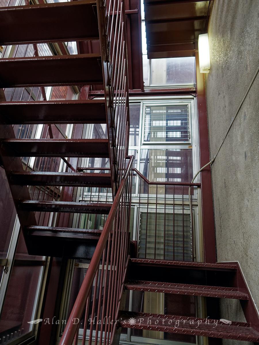 朝日稲荷神社の外階段の画像
