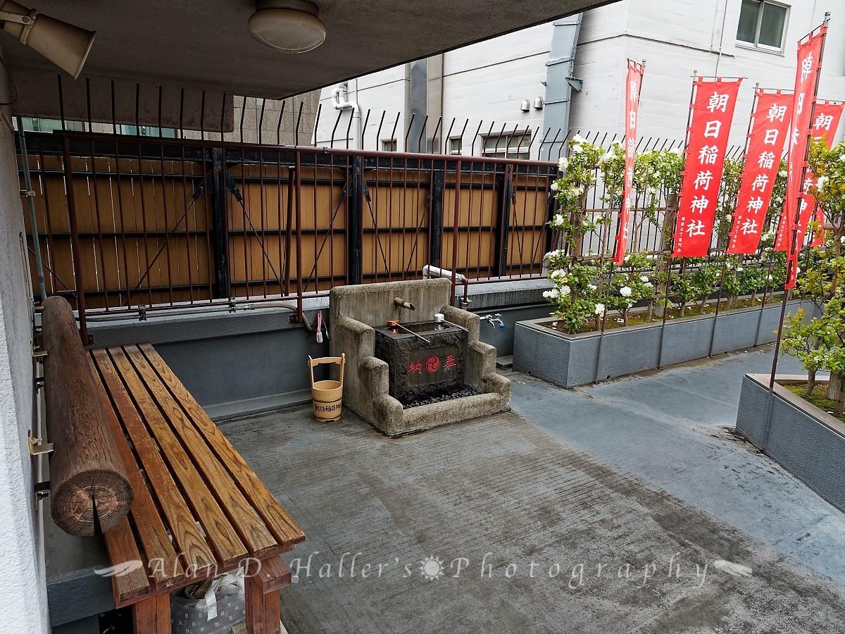 朝日稲荷神社の屋上拝殿入口の画像