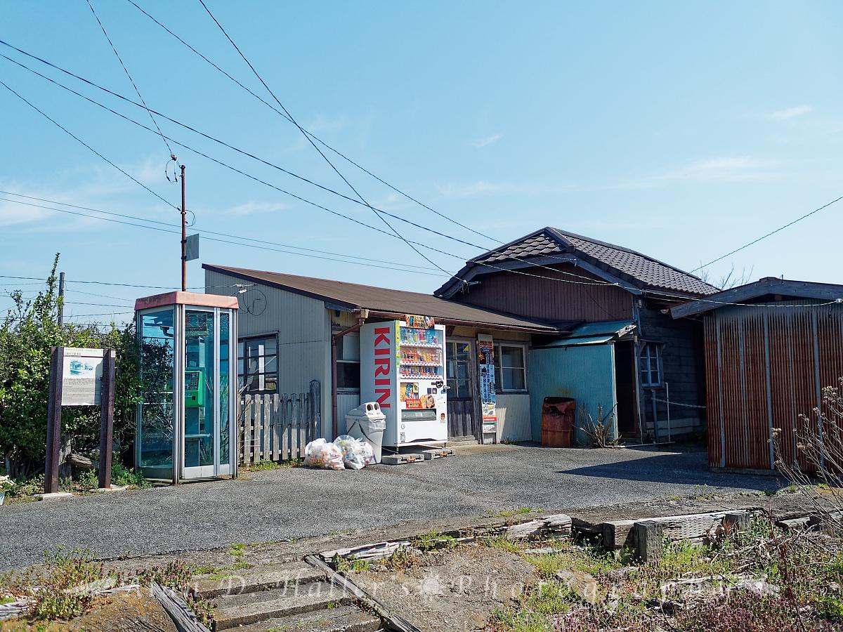 小湊鐵道・上総村上駅舎の外観(改札外)