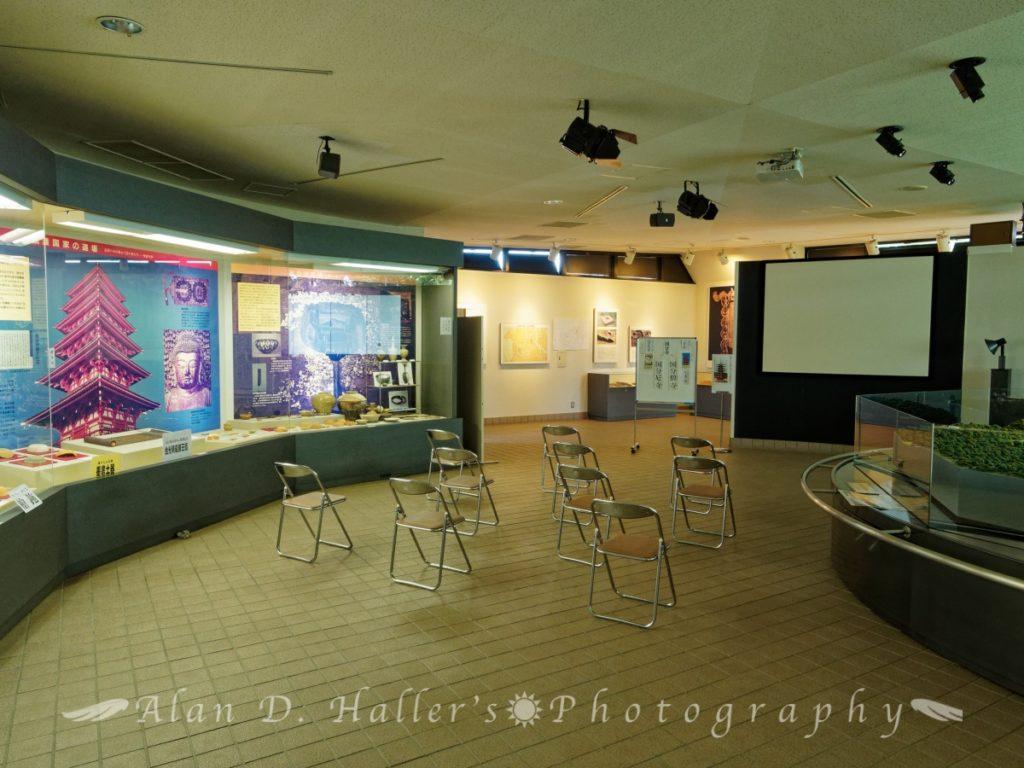 史跡上総国分尼寺跡展示館の内観