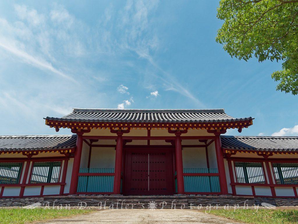 上総国分尼寺の復元中門(正面)